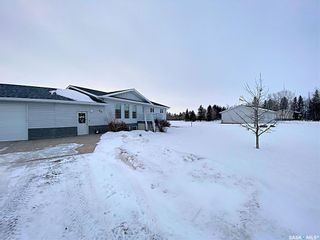 Photo 2: 800 McKenzie Street North in Outlook: Residential for sale : MLS®# SK839744