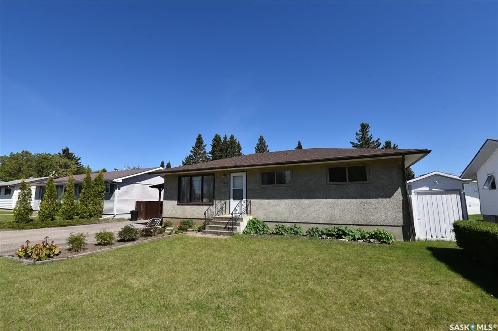 Main Photo: 205 7th Avenue East in Nipawin: Residential for sale : MLS®# SK847010
