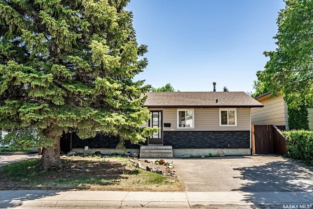 Main Photo: 333 Johnson Crescent in Saskatoon: Pacific Heights Residential for sale : MLS®# SK859997
