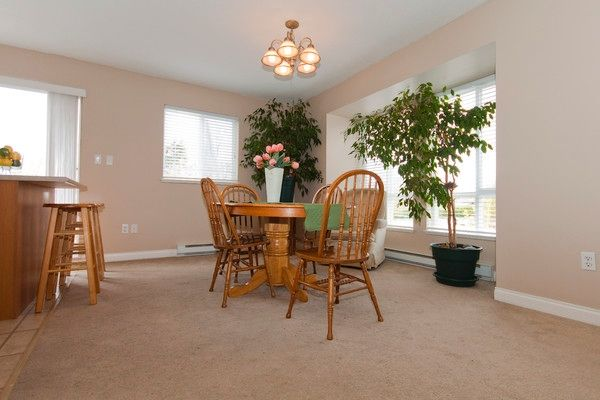 "Photo 9: Photos: 1 16388 85TH Avenue in Surrey: Fleetwood Tynehead Townhouse for sale in ""CAMELOT VILLAGE"" : MLS®# F1009224"
