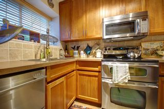 Photo 3: 104 3753 W 10TH Avenue in Vancouver: Point Grey Townhouse for sale (Vancouver West)  : MLS®# R2210216