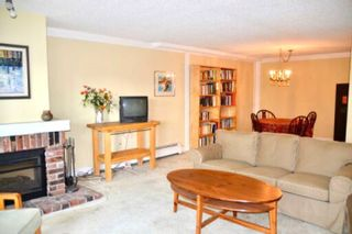 """Photo 2: 216 2320 W 40TH Avenue in Vancouver: Kerrisdale Condo for sale in """"MANOR GARDENS"""" (Vancouver West)  : MLS®# R2420616"""