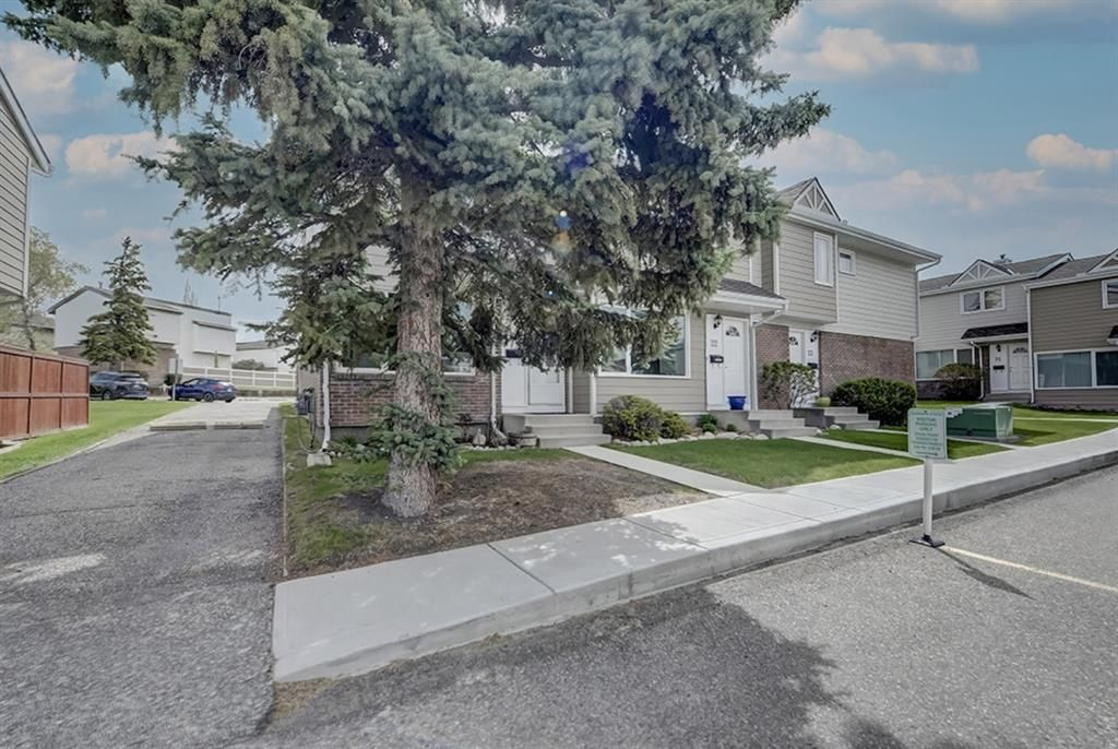 Main Photo: 22 3620 51 Street SW in Calgary: Glenbrook Row/Townhouse for sale : MLS®# A1117371