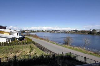 Photo 2: 13 785 Central Spur Rd in Victoria: VW Victoria West Row/Townhouse for sale (Victoria West)  : MLS®# 665246