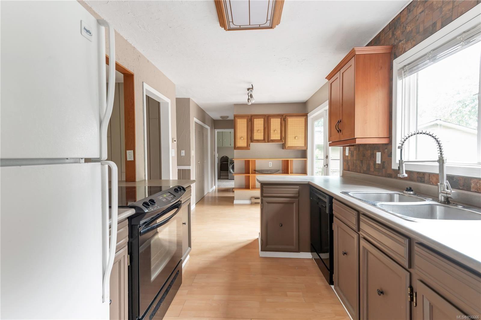 Photo 2: Photos: 2468 Oakes Rd in : CV Merville Black Creek House for sale (Comox Valley)  : MLS®# 856666
