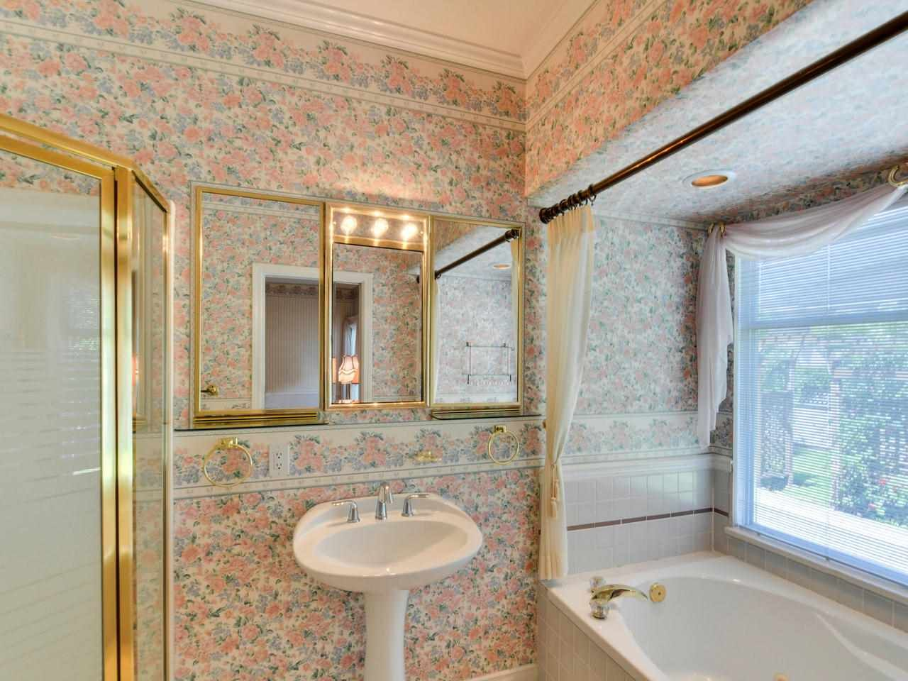 "Photo 13: Photos: 14923 24A Avenue in Surrey: Sunnyside Park Surrey House for sale in ""Sherborrke Estates"" (South Surrey White Rock)  : MLS®# R2374300"
