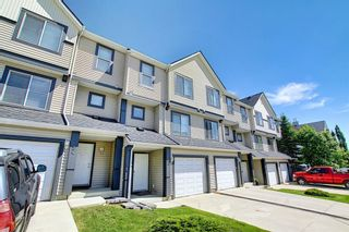 Photo 1: 28 Everhollow Way SW in Calgary: Evergreen Row/Townhouse for sale : MLS®# A1122910