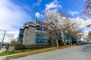 "Main Photo: PH7 2405 KAMLOOPS Street in Vancouver: Renfrew VE Condo for sale in ""8th Avenue Garden Apartments"" (Vancouver East)  : MLS®# R2540409"