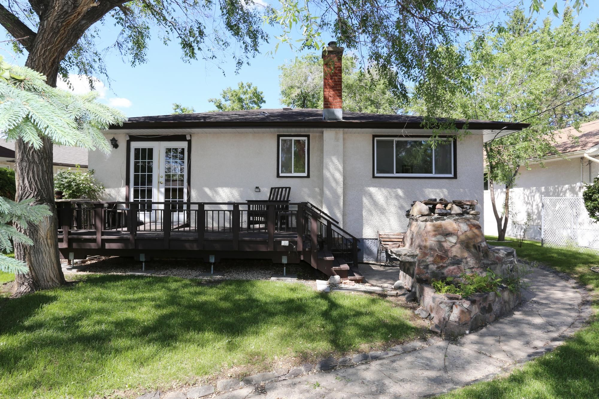 Photo 3: Photos: 1320 Valour Road in Winnipeg: West End Single Family Detached for sale (5C)  : MLS®# 1816744