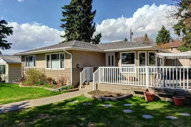 Main Photo: 2632 34 Avenue NW in CALGARY: Charleswood Residential Detached Single Family for sale (Calgary)  : MLS®# C3616714