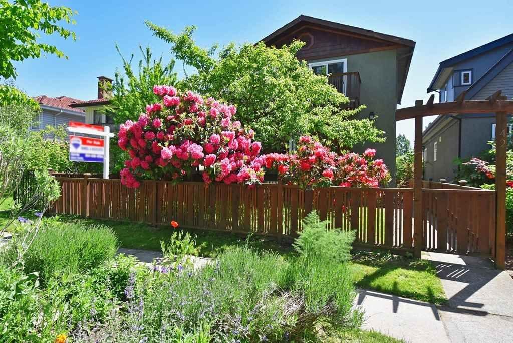 "Main Photo: 420 E 45TH Avenue in Vancouver: Fraser VE House for sale in ""MAIN/FRASER"" (Vancouver East)  : MLS®# R2168295"