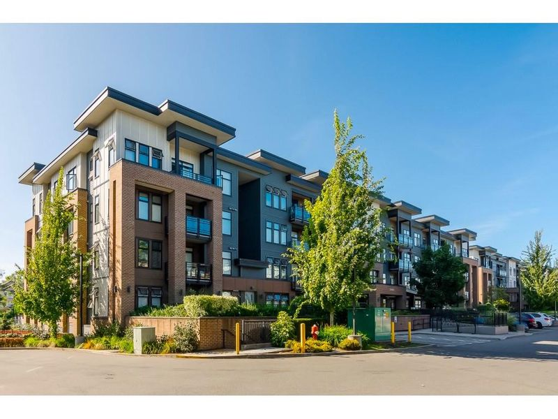 FEATURED LISTING: 305 - 20062 FRASER Highway Langley