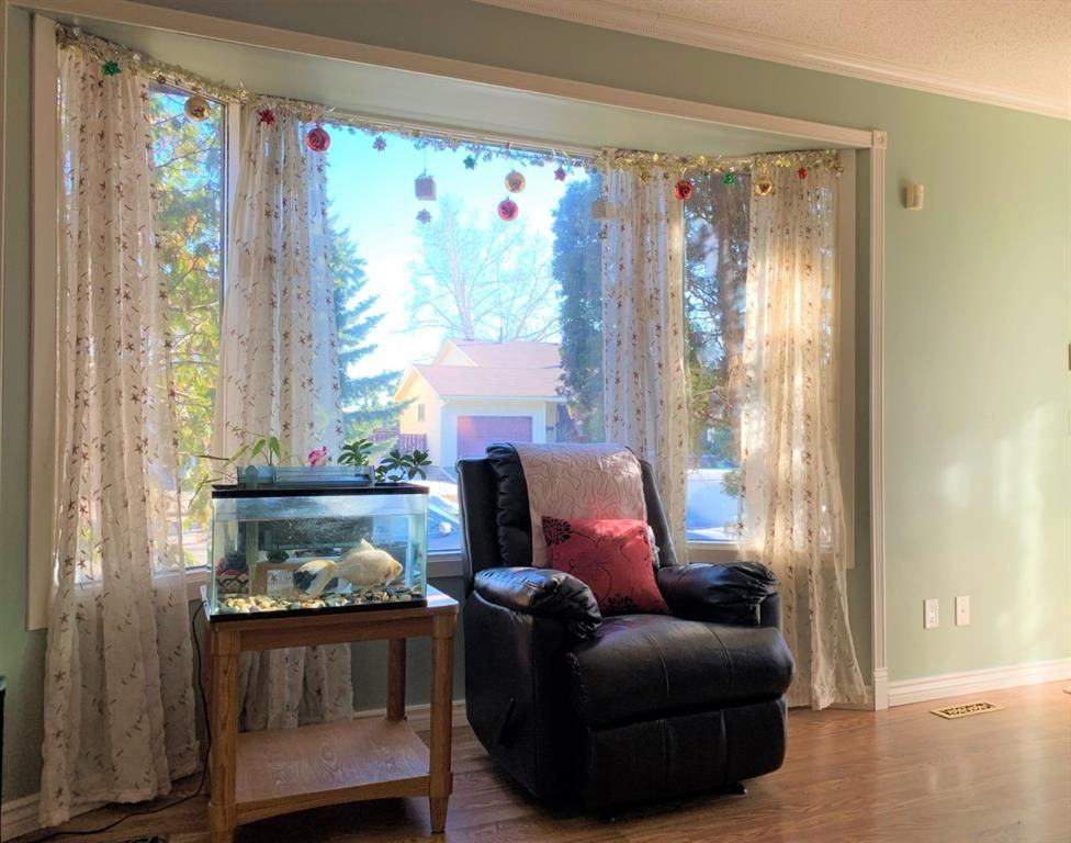 Photo 8: Photos: 37 Fonda Drive SE in Calgary: Forest Heights Semi Detached for sale : MLS®# A1081967