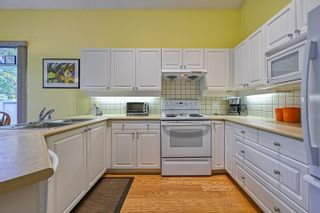 """Photo 9: 10 5240 OAKMOUNT Crescent in Burnaby: Oaklands Townhouse for sale in """"Santa Clara"""" (Burnaby South)  : MLS®# R2622975"""