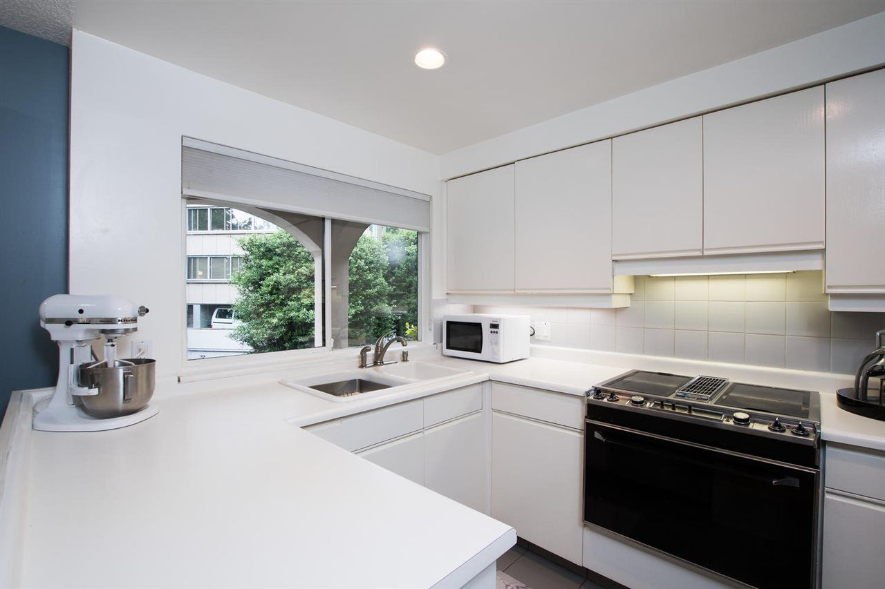 "Photo 15: Photos: 1 1019 GILFORD Street in Vancouver: West End VW Condo for sale in ""Gilford Mews"" (Vancouver West)  : MLS®# R2472849"