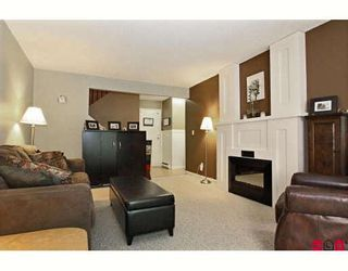 """Photo 3: 4 4929 207A Street in Langley: Langley City Townhouse for sale in """"PARKVIEW PLACE"""" : MLS®# F2921228"""
