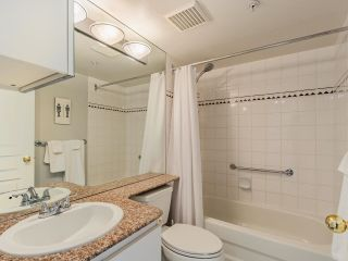 """Photo 5: 2403 1189 HOWE Street in Vancouver: Downtown VW Condo for sale in """"The Genesis"""" (Vancouver West)  : MLS®# R2592204"""