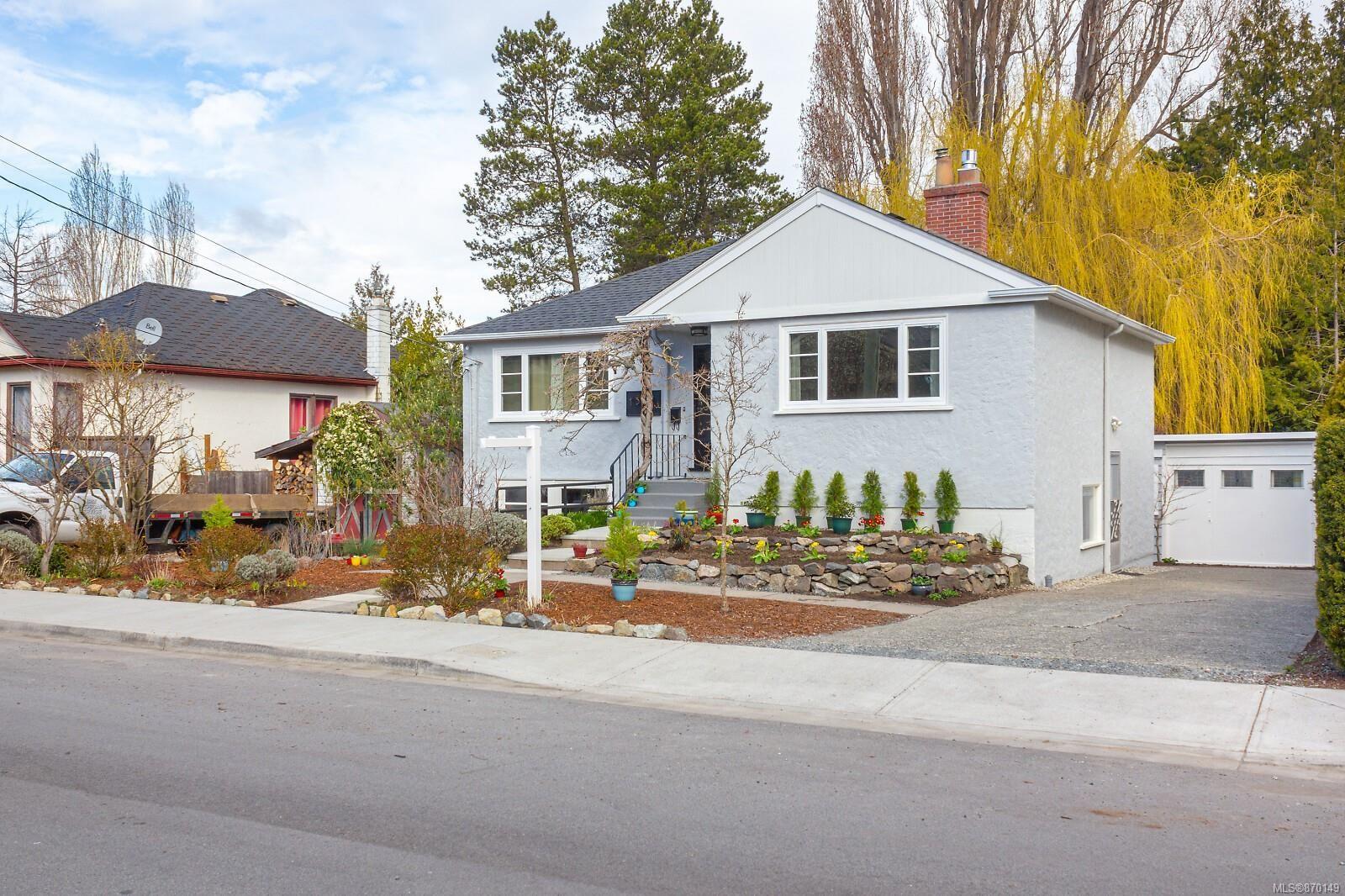 Main Photo: 1352 Grant St in : Vi Fernwood House for sale (Victoria)  : MLS®# 870149