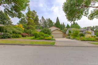 """Photo 2: 3655 LYNNDALE Crescent in Burnaby: Government Road House for sale in """"Government Road Area"""" (Burnaby North)  : MLS®# R2388114"""