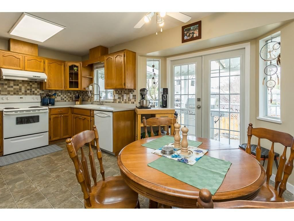Photo 8: Photos: 35275 BELANGER Drive in Abbotsford: Abbotsford East House for sale : MLS®# R2558993