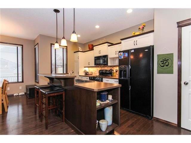 Photo 8: Photos: 202 ELGIN Rise SE in Calgary: McKenzie Towne House for sale : MLS®# C4049273
