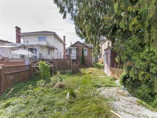 Photo 4: 3123 E 4TH Avenue in Vancouver: Renfrew VE House for sale (Vancouver East)  : MLS®# R2106855