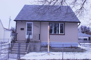 Photo 1: 1385 Manitoba Avenue in Winnipeg: North End Single Family Detached for sale (North West Winnipeg)  : MLS®# 1531782