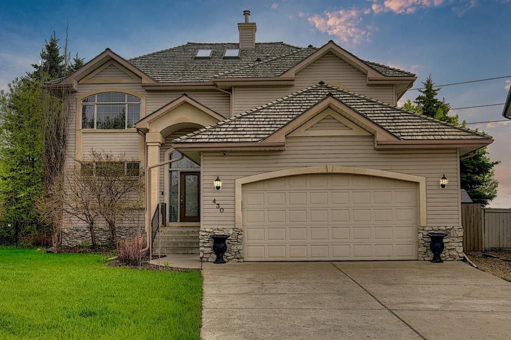 Main Photo: 430 Sierra Madre Court SW in Calgary: Signal Hill Detached for sale : MLS®# A1100260
