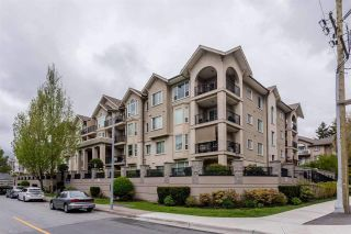 Photo 1: 401 20281 53A AVENUE in Langley: Langley City Condo for sale : MLS®# R2297703