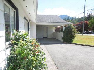 "Photo 3: 2131 PARKWAY Road in Squamish: Garibaldi Estates House for sale in ""GARIBALDI ESTATES"" : MLS®# R2217081"