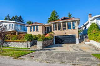 Photo 2: 2455 ANCASTER Crescent in Vancouver: Fraserview VE House for sale (Vancouver East)  : MLS®# R2625041