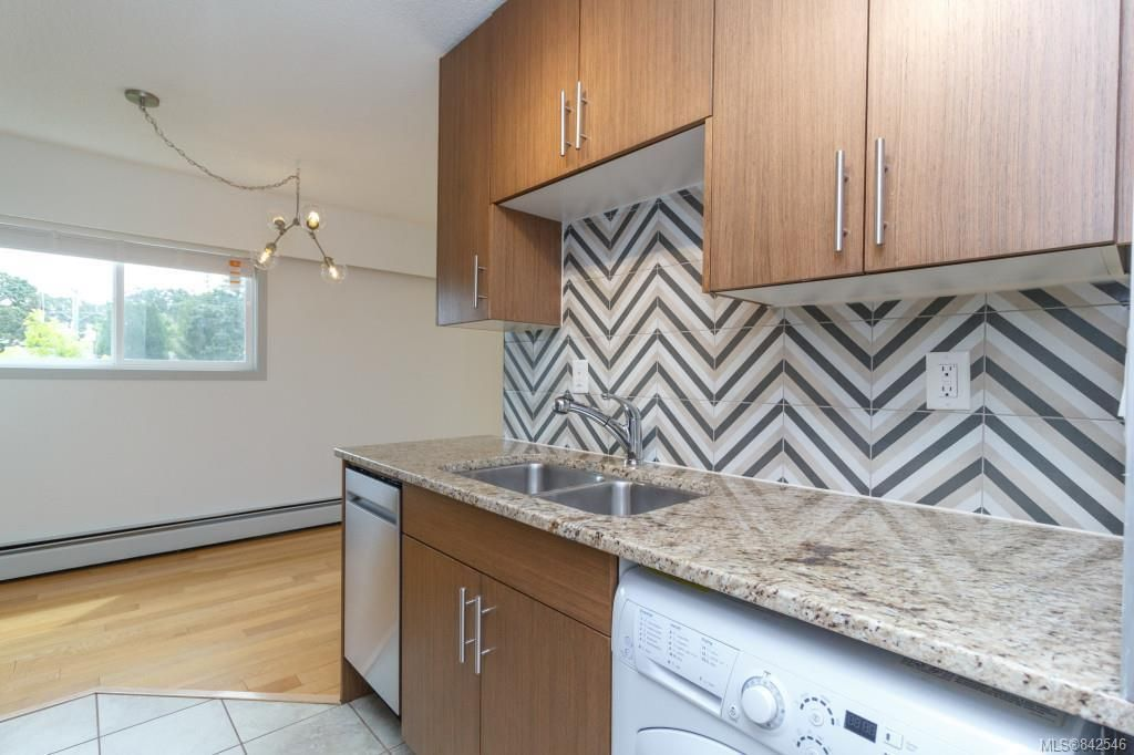 Photo 11: Photos: 402 3800 Quadra St in Saanich: SE Quadra Condo for sale (Saanich East)  : MLS®# 842546
