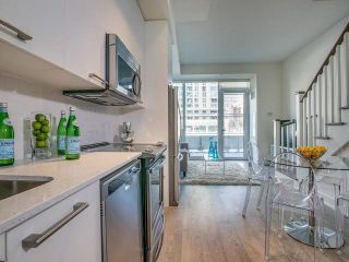 Photo 6: Th 12 30 Roehampton Avenue in Toronto: Mount Pleasant West Condo for sale (Toronto C10)  : MLS®# C3711969