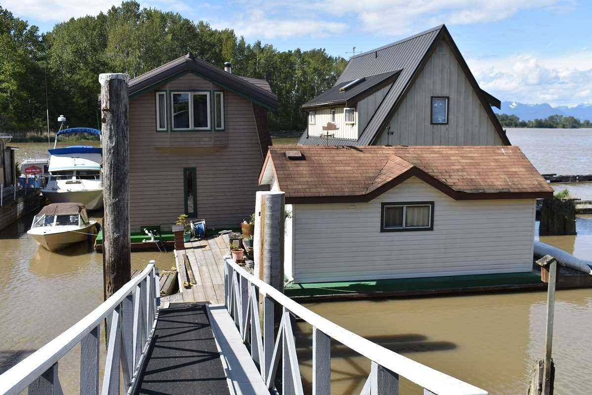 Main Photo: 4559 W RIVER Road in Delta: Port Guichon House for sale (Ladner)  : MLS®# R2535862