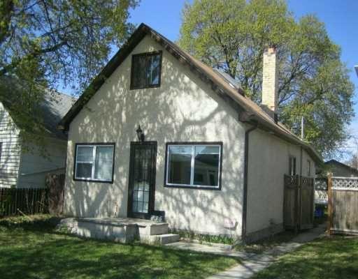 Main Photo: 835 MCCALMAN Avenue in WINNIPEG: East Kildonan Single Family Detached for sale (North East Winnipeg)  : MLS®# 2706897