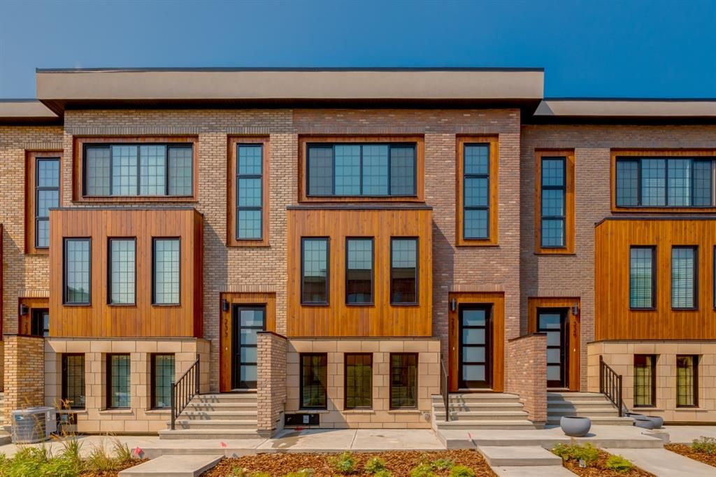 Main Photo: 231 81 Greenbriar Place NW in Calgary: Greenwood/Greenbriar Row/Townhouse for sale : MLS®# A1104462