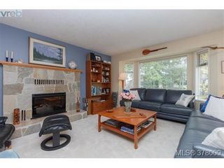 Photo 4: 926 Mesher Pl in VICTORIA: Es Kinsmen Park House for sale (Esquimalt)  : MLS®# 758950