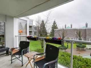 "Photo 9: 212 8450 JELLICOE Street in Vancouver: Fraserview VE Condo for sale in ""Boardwalk"" (Vancouver East)  : MLS®# R2037508"