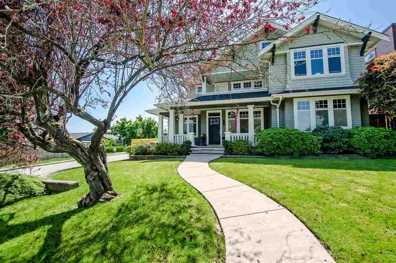 Main Photo: 902 CHILLIWACK Street in New Westminster: The Heights NW House for sale : MLS®# R2376935