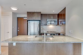 """Photo 4: 1007 2978 GLEN Drive in Coquitlam: North Coquitlam Condo for sale in """"Grand Central One"""" : MLS®# R2125381"""