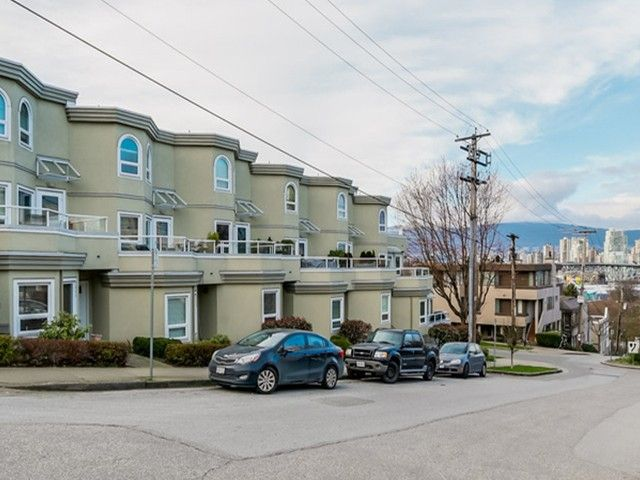 """Main Photo: 2307 ALDER Street in Vancouver: Fairview VW Townhouse for sale in """"ALDERWOOD PLACE"""" (Vancouver West)  : MLS®# V1124045"""