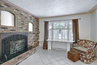 Photo 4: 2335 53 Avenue SW in Calgary: North Glenmore Park Detached for sale : MLS®# A1083978