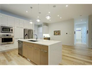 Photo 3: 4627 21 Avenue NW in Calgary: Montgomery House for sale : MLS®# C4099447