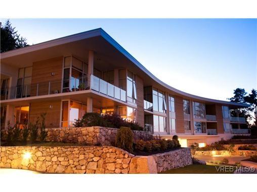 Main Photo: 204 758 Sayward Hill Terr in VICTORIA: SE Cordova Bay Condo for sale (Saanich East)  : MLS®# 621573