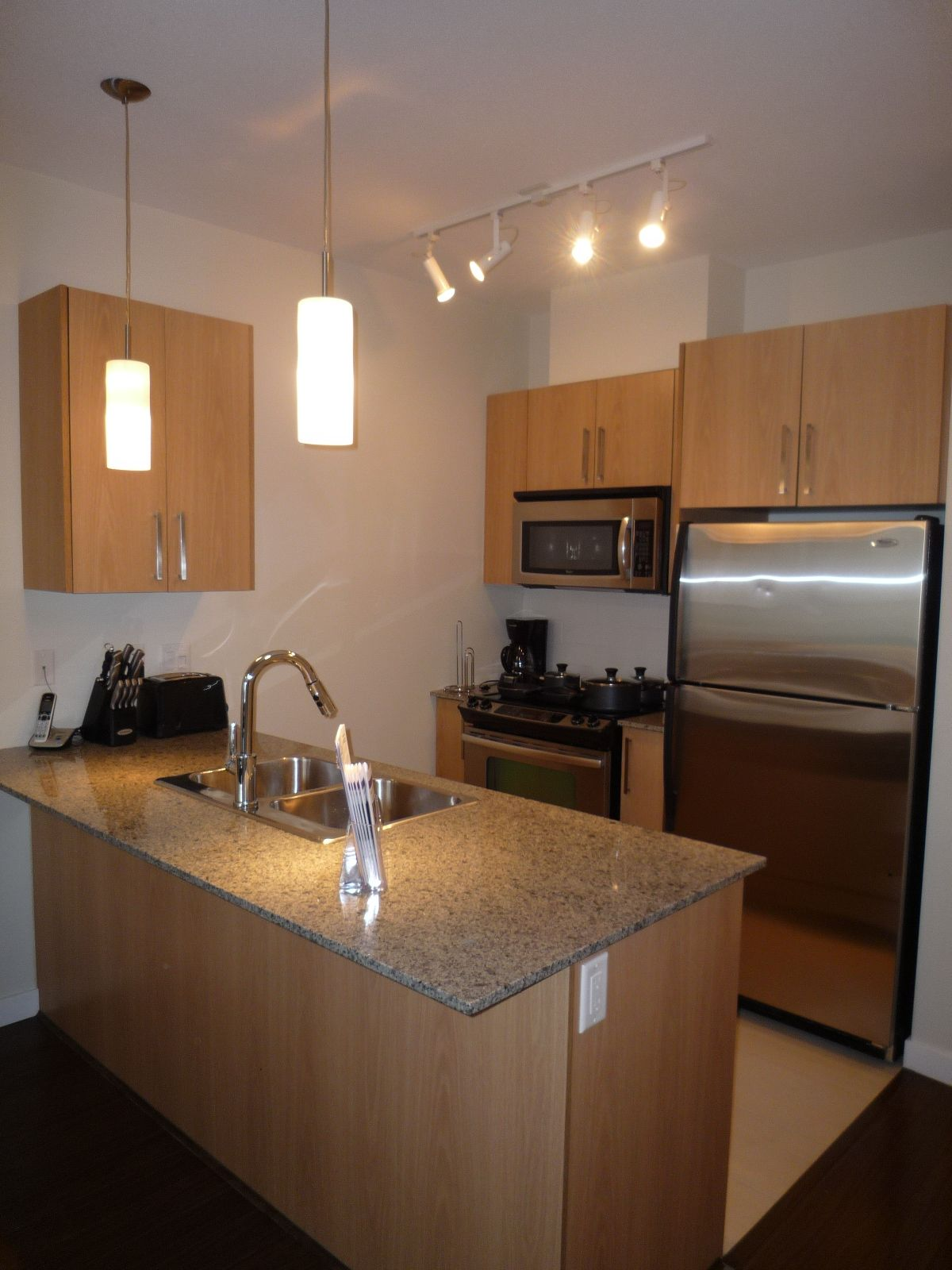 Photo 2: Photos: #305 2943 Nelson Pl. in Abbotsford: Central Abbotsford Condo for rent