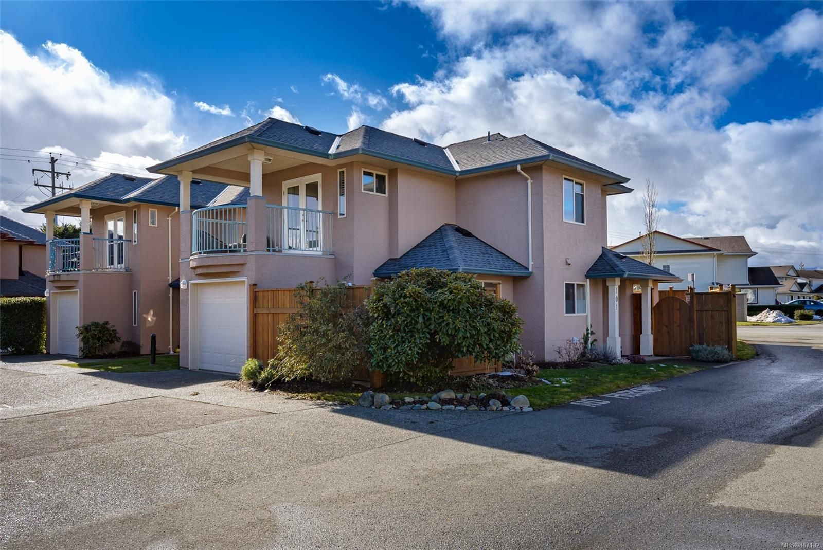Main Photo: 101 720 Aspen Rd in : CV Comox (Town of) Row/Townhouse for sale (Comox Valley)  : MLS®# 867132