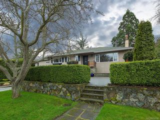 Photo 1: 2515 Central Ave in : OB South Oak Bay House for sale (Oak Bay)  : MLS®# 854746