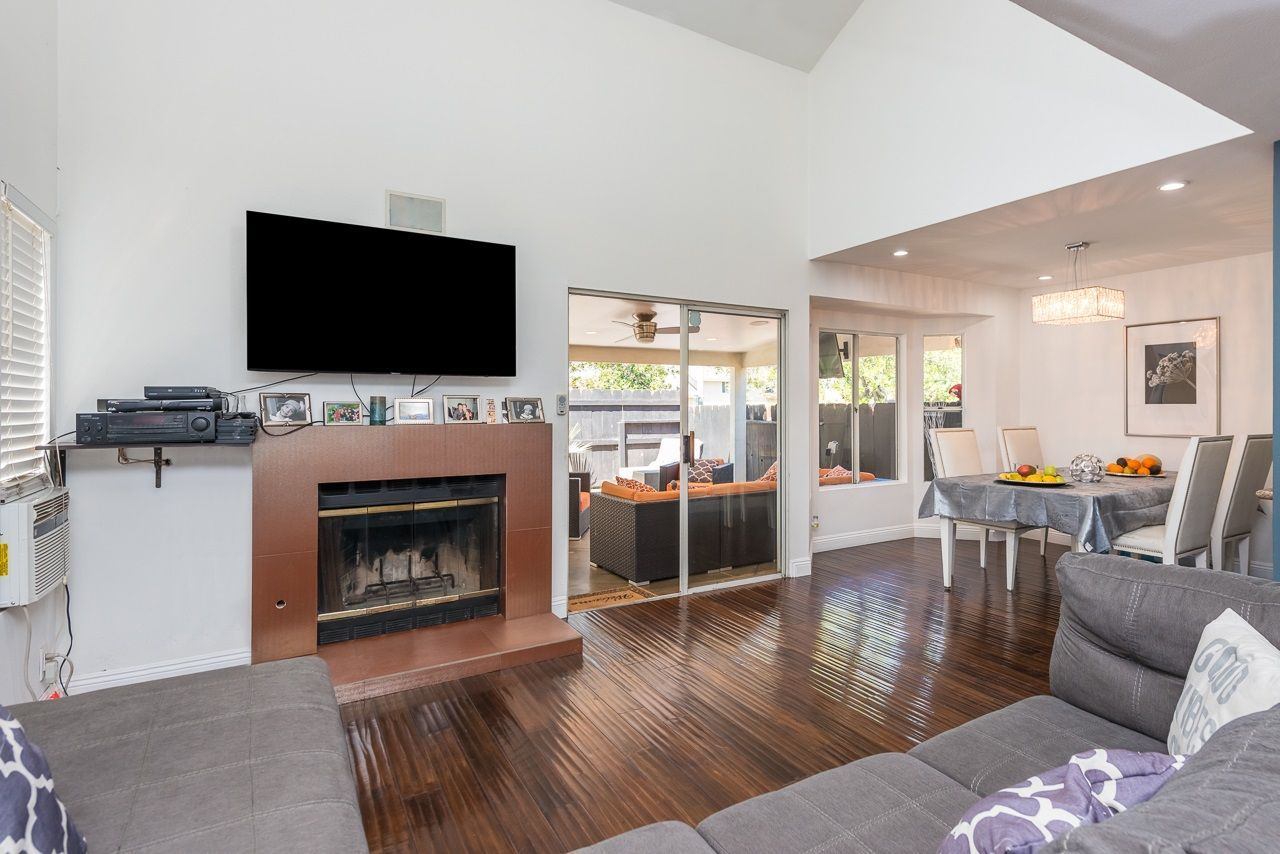Main Photo: PARADISE HILLS Townhouse for sale : 3 bedrooms : 1934 Manzana Way in San Diego