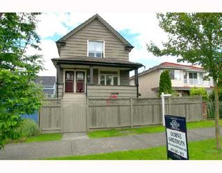 Photo 1: 2241 E PENDER Street in Vancouver: Hastings House for sale (Vancouver East)  : MLS®# V654576