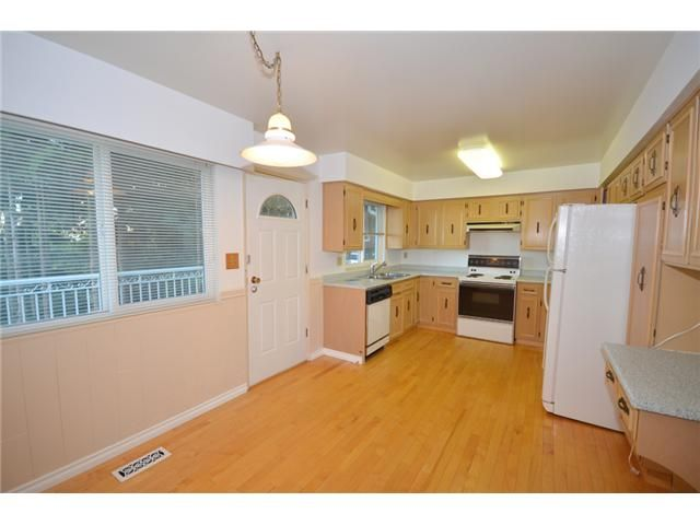 """Photo 4: Photos: 2512 PENSHURST Court in Coquitlam: Coquitlam East House for sale in """"DARTMOOR HEIGHTS"""" : MLS®# V975365"""